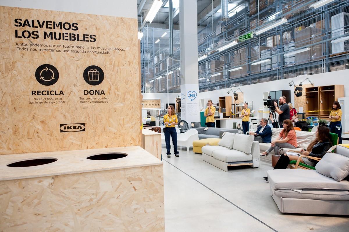 El proyecto de econom a circular salvemos los muebles llega a ikea valencia - Ikea valencia sofas ...