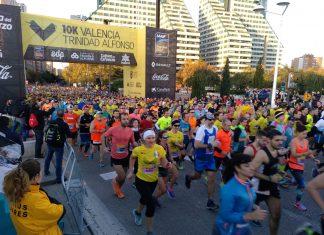Participantes en la salida del Maratón de Valencia.