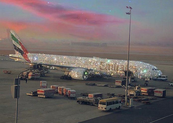 Imagen de un avión de diamantes