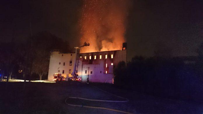 Imagen de incendio en molino de Paterna