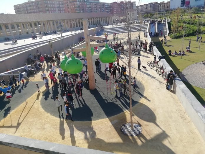 Instalaciones del Parque Central llenas de gente