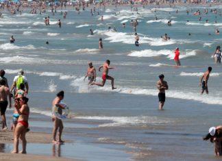 Valencia vuelve a permitir el baño en dos playas pero con restricciones