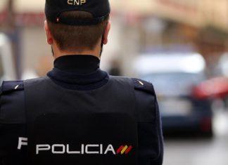 La Policía reanima a una niña de dos años atragantada en una calle de Valencia