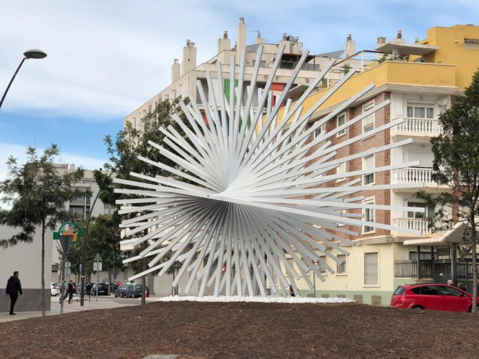 "Obra del escultor Andreu Alfaro, ""Doble, 1975"", en Paterna."