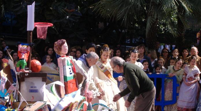 Fiesta fallera de un colegio de Valencia.