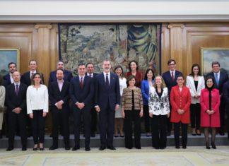 El nuevo Ejecutivo junto al Rey Felipe VI en el acto celebrado en la Zarzuela.