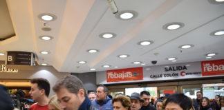 Entrada a El Corte Inglés de Pintor Sorolla (Valencia) en el primer día de rebajas de enero