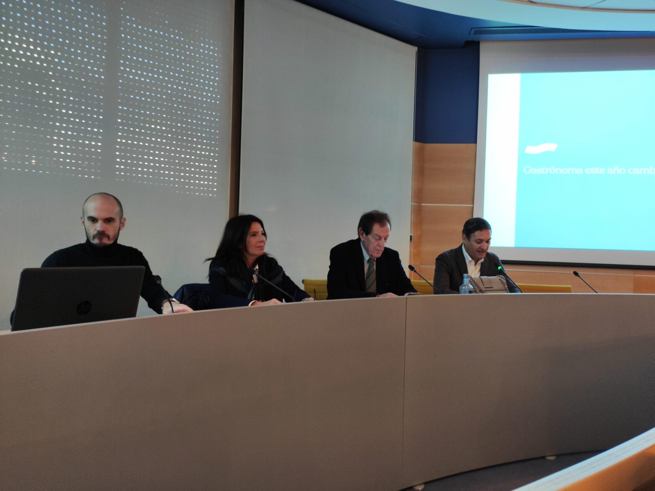Jesús Terrés, Cuchita Lluch, Carlos Mataix y Alejandro Roda durante la presentación