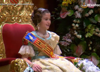 Carla García ya luce la banda de Fallera Mayor Infantil