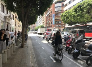 Carril ciclista de la calle Colón de Valencia. / EP