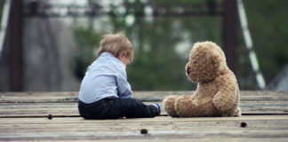padres niño autista
