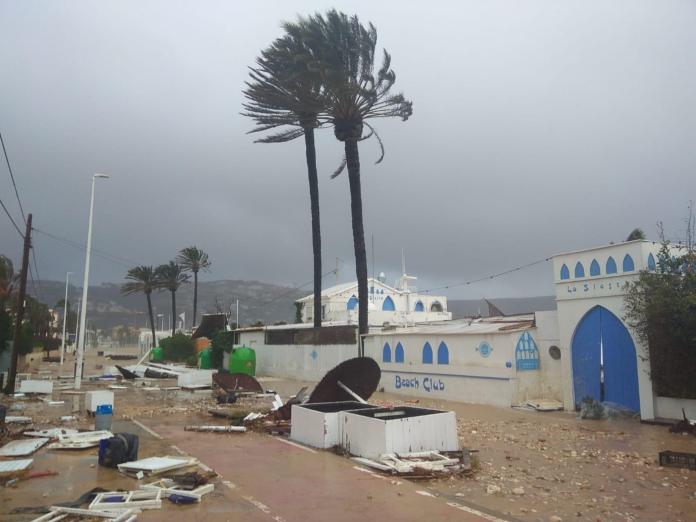 La avenida del Mediterráneo de Javea destrozada por la borrasca que ha desbordado el río Gorgos
