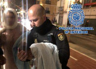 La policía salva la vida de un bebé tras 20 minutos de reanimación en Ruzafa