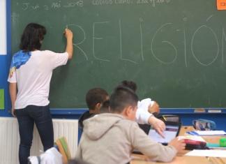 Estudiantes durante una clase de Religión