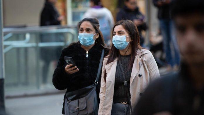 Personas con mascarilla en España por el brote de coronavirus / EUROPA PRESS: DAVID ZORRAKINO