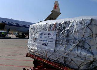 Llegan dos vuelos de China con un millón de mascarillas y más material