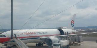 Aterriza en Zaragoza el envío de material sanitario comprado por la Generalitat