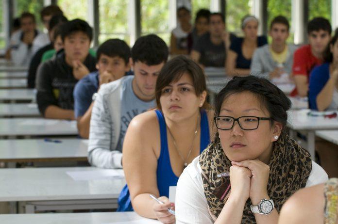Consulta las 10 carreras más demandas y las notas de corte de las universidades valencianas