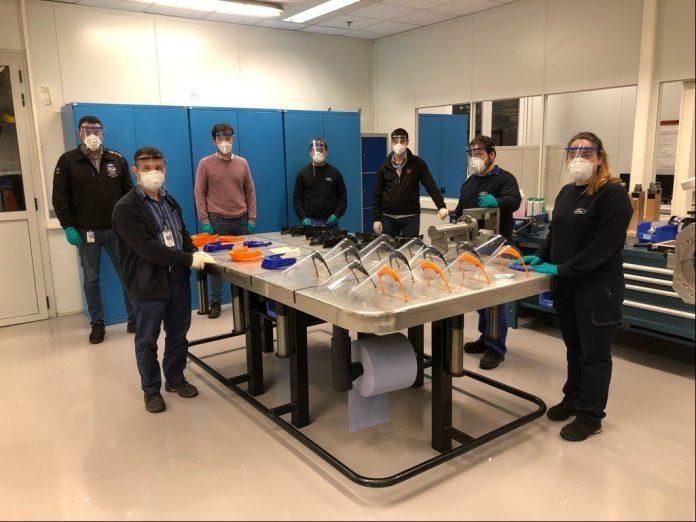 Equipo de la fabricación de pantallas protectoras en Ford Almussafes.