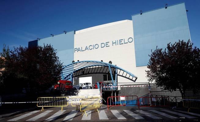 Exterior del Palacio de Hielo de Madrid, la gran morgue de España para fallecimientos de coronavirus.