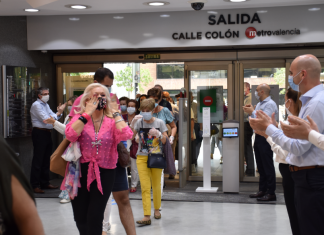 Así ha sido la emocionada reapertura de El Corte Inglés en Valencia