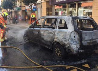 Un incendio calcina tres coches en Cullera