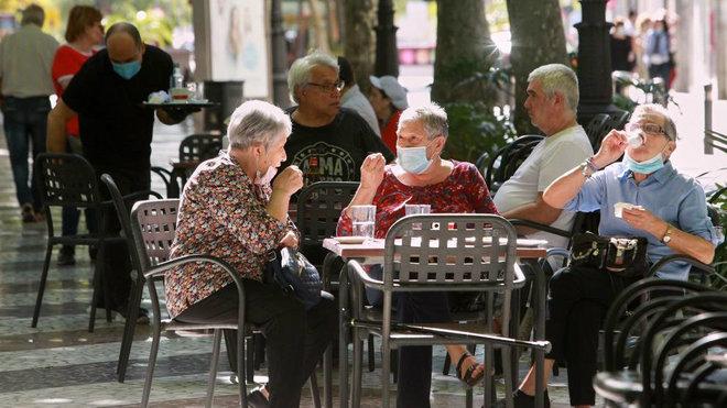 Proponen acercar más las mesas de las terrazas y ampliar aforos de pubs y discotecas de la Comunitat Valenciana