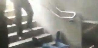 tiran por las escaleras