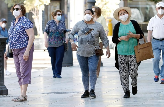 Valencia se plantea cambiar la normativa sobre el uso de mascarillas