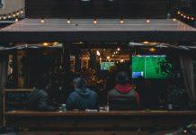 Los bares se convierten en los nuevos estadios de fútbol. el humificador
