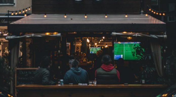 Los bares se convierten en los nuevos estadios de fútbol