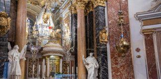 mamparas contra el covid en la Basílica