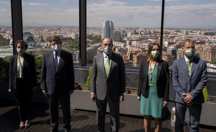I. Galán y X. Puig junto a directivos de Iberdrola en València.