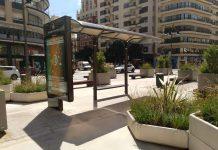 El Ayuntamiento mantiene una parada de autobús en una plaza peatonalizada