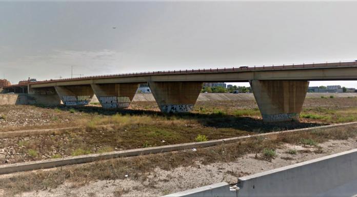 Salvan la vida de un hombre que pretendía tirarse desde un puente de Valencia