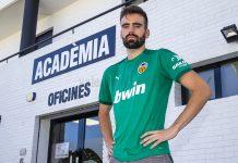 El Valencia CF ficha a un jugador que apoyó una brutal agresión a unos Guardia Civiles