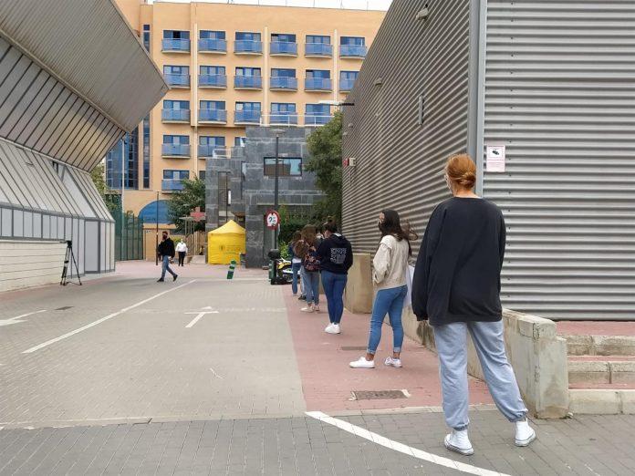 Sanitat investiga un nuevo brote de coronavirus en un colegio mayor de Valencia