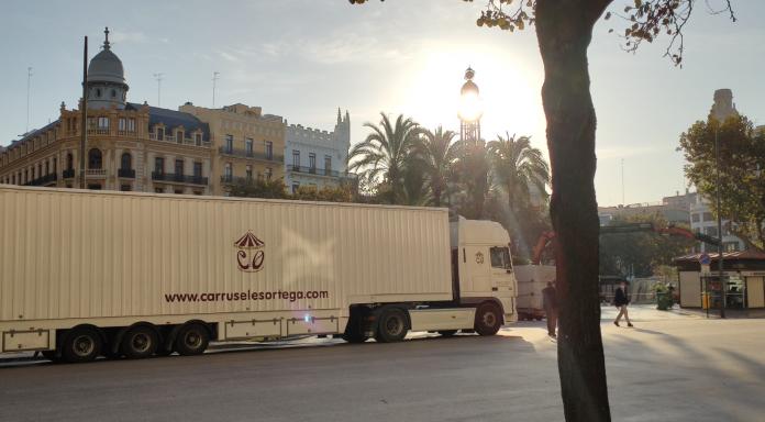 La Navidad comienza a tomar forma en el centro de Valencia