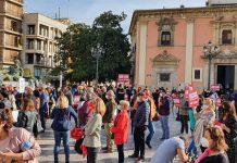 """La hostelería valenciana sale a la calle: """"Nos están dejando morir"""""""