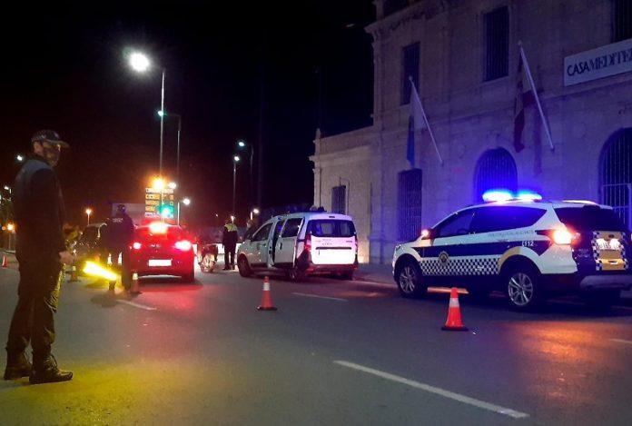 La Policía desaloja una fiesta con jóvenes bailando y sin mascarillas