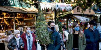 Sanidad anuncia el plan definitivo para la Navidad: reuniones de 10 personas y toque de queda a la 1