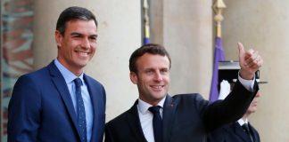 Emmanuel Macron y Pedro Sánchez en el Palacio del Elíseo, en París. / ASSOCIATED PRESS