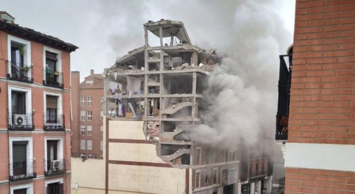 Una enorme explosión destroza un edificio en el centro de Madrid