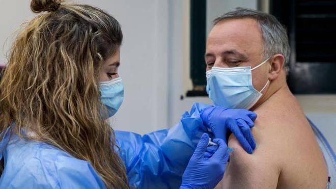 Un médico de Valencia relata su experiencia tras vacunarse contra el coronavirus: