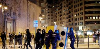 VÍDEO | Analizamos la concentración que terminó con quema de contenedores y cargas policiales