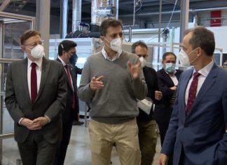 Pedro Duque en su visita a Bionicia junto a Ximo Puig y José María Lagarón.