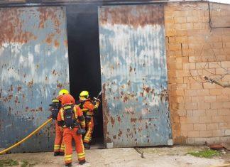 Fallece una persona en el incendio de una nave en Aielo del Malferit