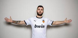 El nuevo delantero del Valencia CF