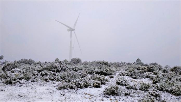 Valencia se tiñe de blanco con los últimos copos de nieve del invierno