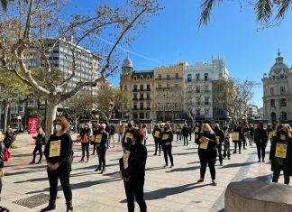 """Los peluqueros se manifiestan en el Ayuntamiento: """"Nos están ahogando"""""""